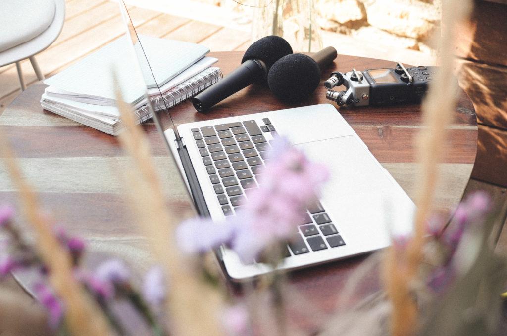 Podcast Coaching professionnel coaching lyon accompagnement human design communication quantique formation podcast communication authentique communication digitale slow marketing coaching ouest lyonnais podcast à soi podcast confiance en soi indépendant activiste donne de la vois à ton projet